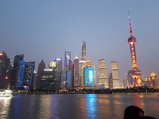 Ο Πύργος Oriental Pearl: Oriental Pearl Tower (right)