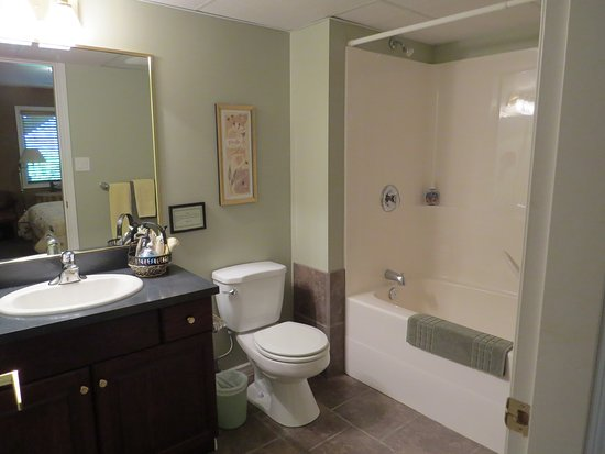 Trail, Canada: Ensuite in Down Home room
