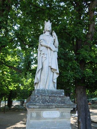 Statue de Sainte Bathilde