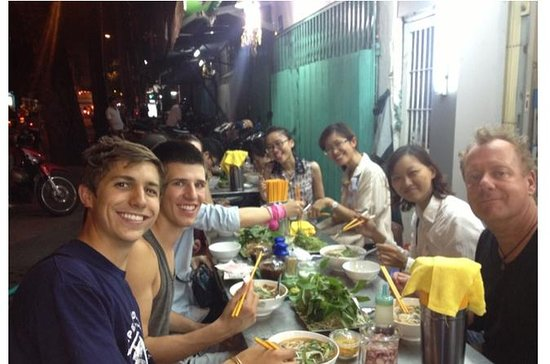 Windy Night in Saigon: Street food and Coffee house (Private Tour)