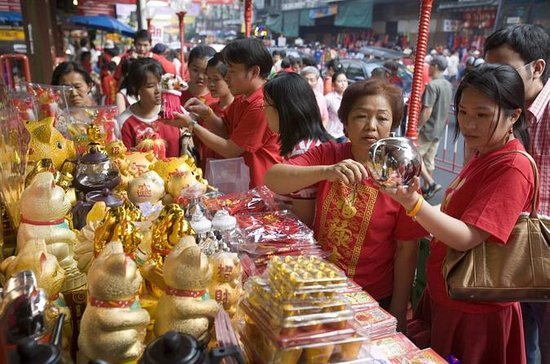 Markets Tour and the Golden Buddha...