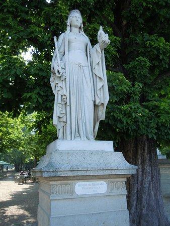 Statue de la Reine Berthe