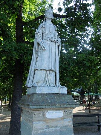 La Statue de Mathilde de Flandre