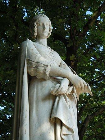La Statue de Laure de Noves: Détail de la statue