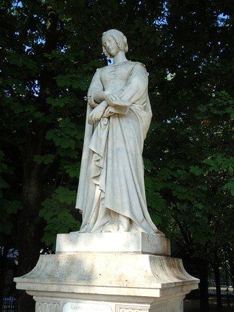 La Statue de Laure de Noves