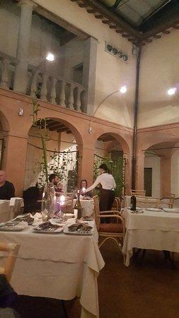 Bagnara di Romagna, Italië: Ieri sera ho passato una bella sera con amiche in questo locale magiando ottimi antipasti e un b