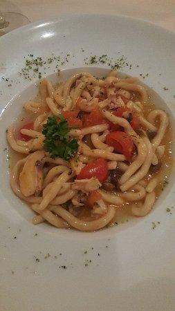 Bagnara di Romagna, Italy: Ieri sera ho passato una bella sera con amiche in questo locale magiando ottimi antipasti e un b