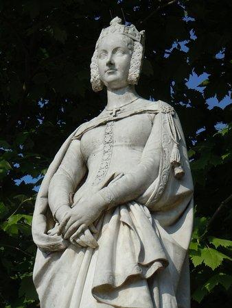La Statue de Marguerite de Provence