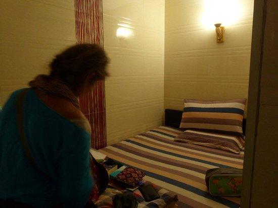 Day and Night Hotel: Mehr als ein Bett gibts hier nicht