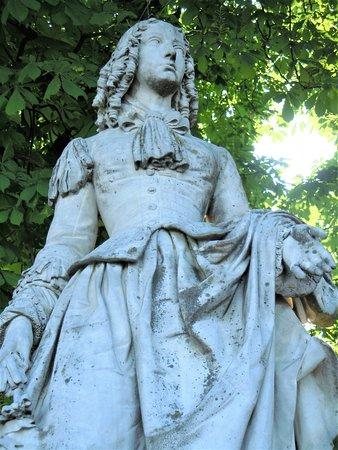 La Statue d'Anne-Marie Louise d'Orléans