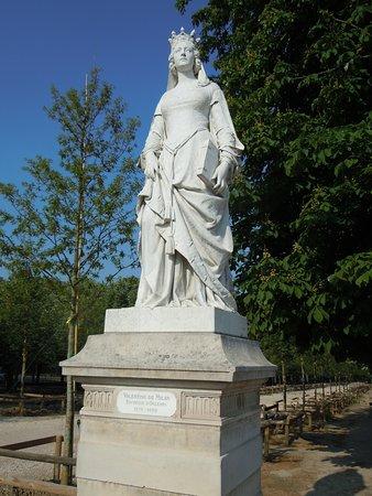 Statue de Valentine de Milan