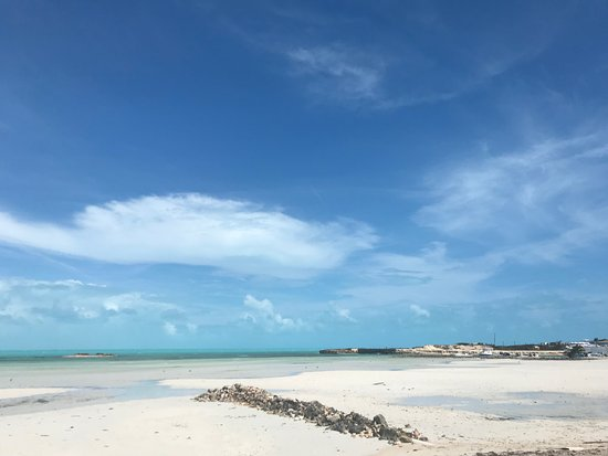 Five Cays Settlement, Providenciales: Low Tide