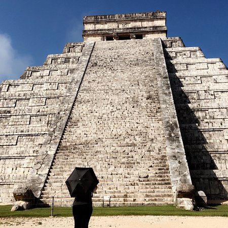 Zdjęcie Exclusive: Early Access to Chichen Itza with a Private Archaeologist