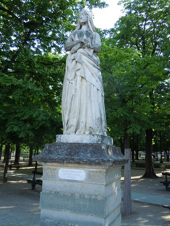 La Statue de Sainte-Genevieve