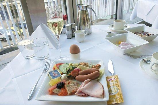 Hotel Ambassador: 朝食ビュッフェ1日目