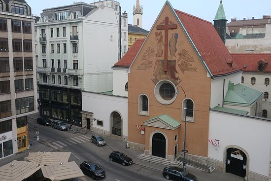Hotel Ambassador: カプツィーナ教会