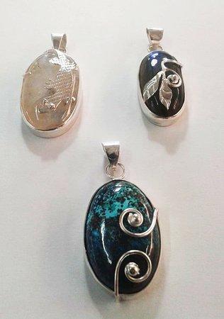 Sanur Jewellery Studio: Heidi's  gemstone setting 2 day course - moonstone/labordorite and jasper pendants