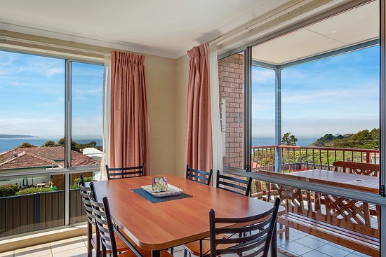 Heritage House Motel & Units: Dining with views in 1 + 2 bedroom units