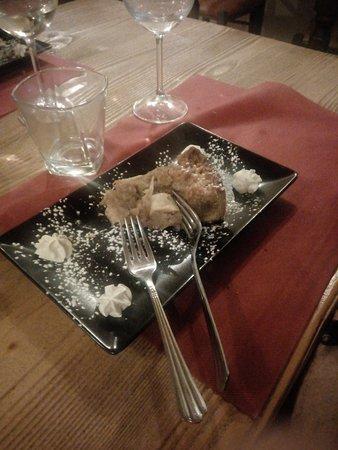 La Sciuscella Taverna Vegetariana: Torta pere, nocciole di alba e crema al limone