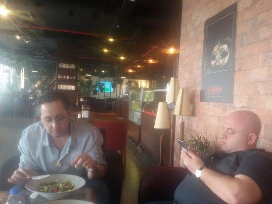 مقهى باربيرا أربيل: Our Table at the Barbera Cafe