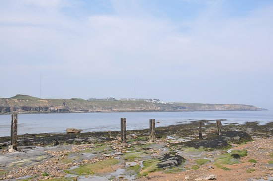 St. Mary's Lighthouse and Visitor Centre: Walking along to St Mary's Lighthouse