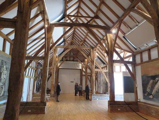 Much Hadham, UK: Barn with tapestries