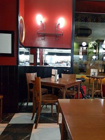 Cerveceria Santa Barbara: Great bar.