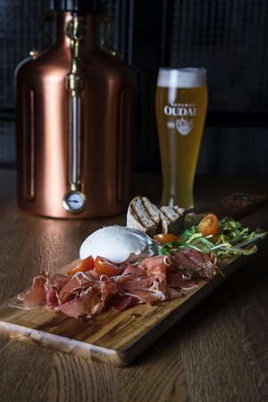 Stadskasteel Oudaen: Beer tank at your table: our 'uKeg' to share with friends!
