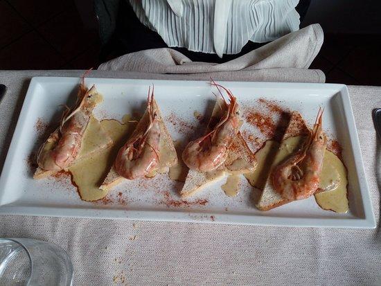 Migliarino, อิตาลี: Gamberi in salsa su crostini