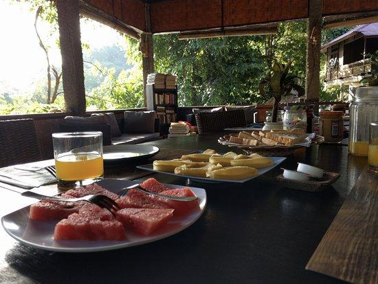 Mamaling Resort Bunaken: Breakfast pancakes & fruit