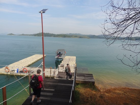 Lubok Antu, Malaysia: The jetty where to boats arrive at and depart from the Resort