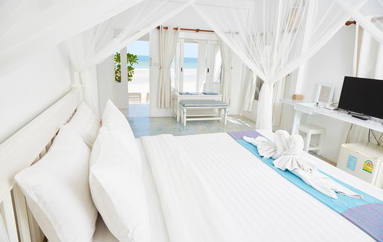 Baan KangMung HuaHin Resort: One Bedroom Beachfront Suite