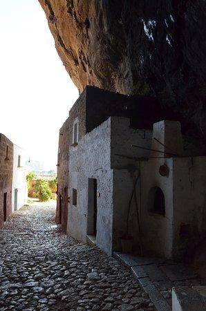 """Grotta Mangiapane: Come in """"il ladro di merendine"""" di Camilleri"""