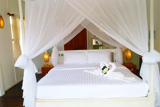Baan KangMung HuaHin Resort: Deluxe Room, 50 meters from the beach
