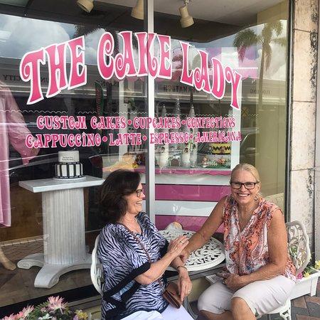 Bilde fra The Cake Lady Custom Cakes
