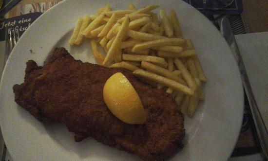 Rheinfelder Bierhalle: Cordonbleu + frites