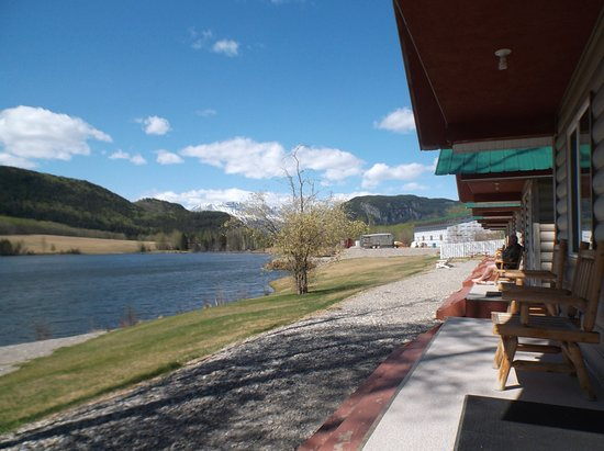 Toad River, Kanada: cabins on lake
