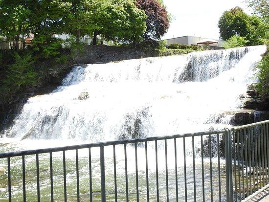 Glen Falls: The waterfall