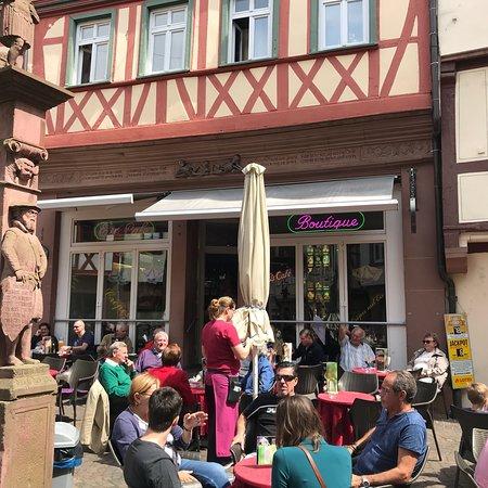 Eis Cafe Boutique