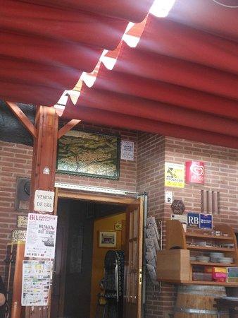 """Camarasa, Ισπανία: No vuelvo jamás, más de hora y cuarto esperando para un bocadillo de """"bistec de Vedella""""."""