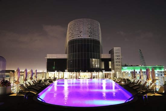 Fraser Suites Riyadh: pool on the roof