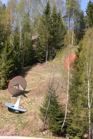 Jevnaker, Norge: Large thumb tacks up the hillside