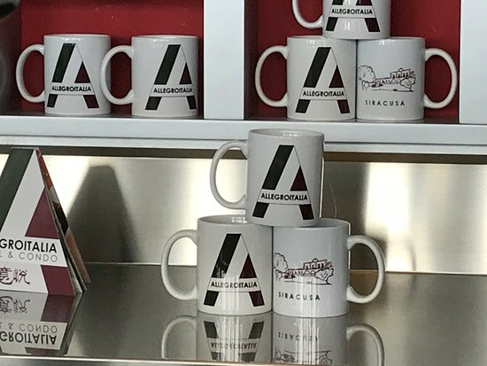BB Hotels - Smarthotel Linate: tazze da caffè al bar