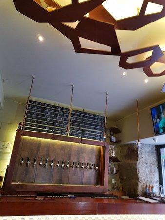 Brew Wild Pizza Bar: Great craft beer bar