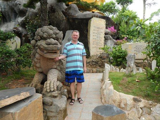 Dalat Vietnam Tours: храм