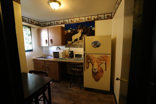 Monte Vista, CO: Separate Kitchen area with seating area, full size fridge, toaster oven, coffee maker and microw