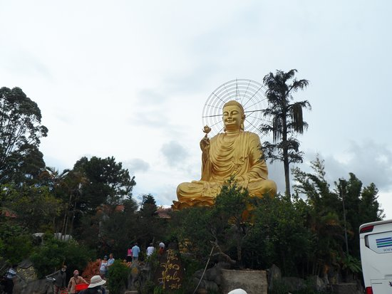 Dalat Vietnam Tours: золотой будда