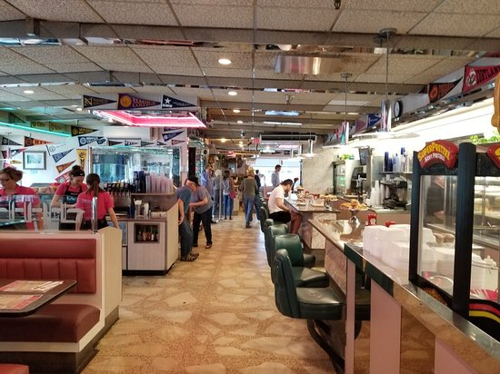 Roscoe Diner: Counter