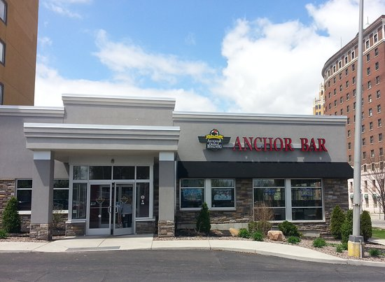 The Holiday Inn Niagara Falls: the restaurant at The Holiday Inn - the iconic Anchor Bar