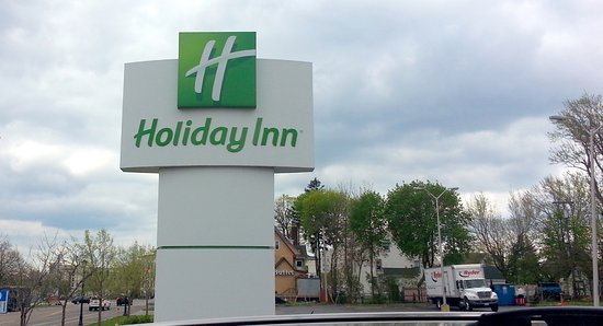 The Holiday Inn Niagara Falls: the Holiday Inn sign